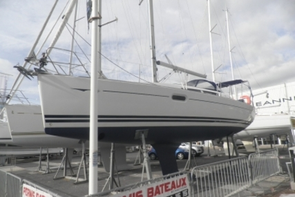 Jeanneau Sun Odyssey 36i for sale in France for €90,000 (£78,272)