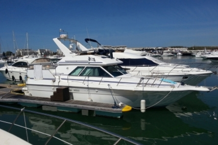 Sea Ray 380 for sale in Portugal for €37,500 (£33,072)