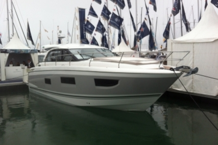 Jeanneau Leader 40 for sale in France for €299,000 (£260,038)
