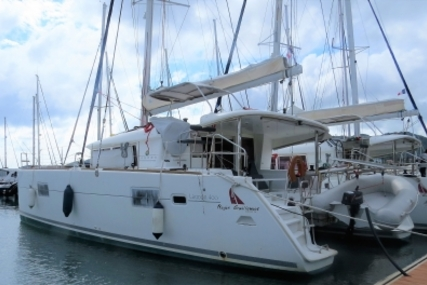 Lagoon 400 for sale in France for €220,000 (£192,341)