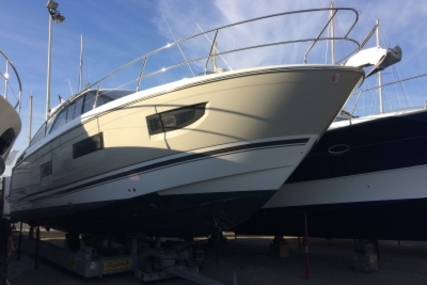 Jeanneau Leader 40 for sale in France for €365,000 (£319,735)