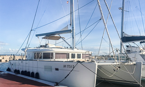 Image of Lagoon 450F for sale in Spain for €450,000 (£404,589) Spain