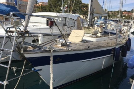 Hallberg-Rassy 352 for sale in France for €67,000 (£58,766)