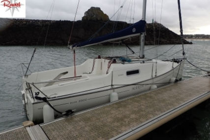 Jeanneau Sun 2500 Lifting Keel for sale in France for €23,500 (£20,568)