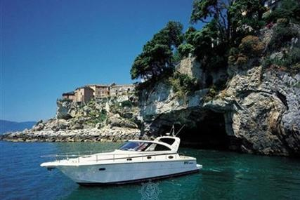 Cayman 38 WA for sale in Italy for €60,000 (£52,515)
