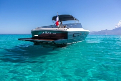 Itama 40 for sale in France for €275,000 (£236,307)