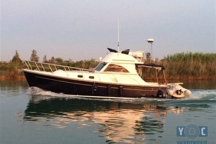 Cantieri Estensi 360 Goldstar fly for sale in Italy for €91,000 (£80,580)