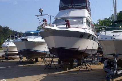 Cruisers Yachts Chateau Vee 338 for sale in United States of America for $20,500 (£15,681)
