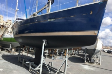 Beneteau Oceanis 373 for sale in France for €49,000 (£43,064)