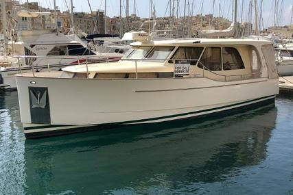 GREENLINE 33 Hybrid for sale in Malta for €119,000 (£104,126)