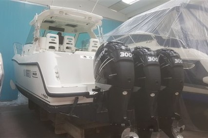 Boston Whaler 345 Conquest for sale in Italy for € 179.000 (£ 155.675)