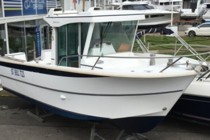 Beneteau Antares 700 Peche for sale in France for €25,000 (£21,742)