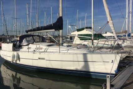 Beneteau Oceanis 323 Clipper for sale in France for €48,000 (£42,065)