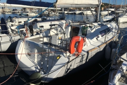 Beneteau Oceanis 34 for sale in France for €88,000 (£77,232)