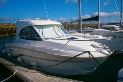 Beneteau Antares 8 for sale in France for €47,000 (£41,137)