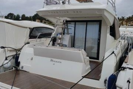 Prestige 420 for sale in France for €360,000 (£315,950)