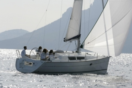 Jeanneau Sun Odyssey 32i for sale in France for €40,000 (£35,054)
