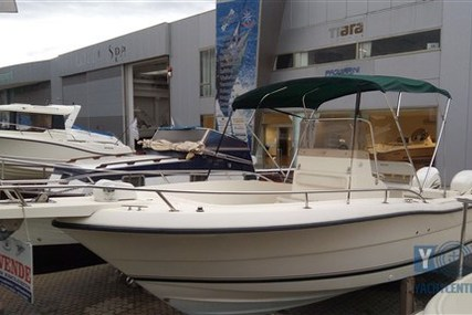 Pursuit C 2470 Center Console for sale in Italy for €54,000 (£47,458)