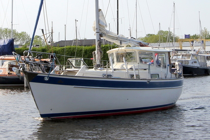 Hallberg-Rassy 94 for sale in Netherlands for €42,000 (£37,077)