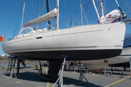 Beneteau Oceanis 37 for sale in France for €72,000 (£64,180)