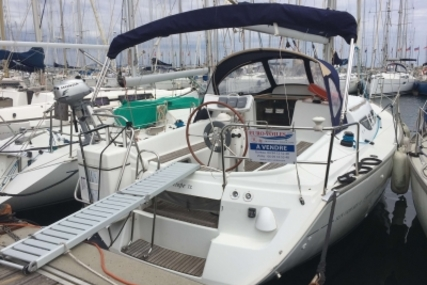 Jeanneau Sun Odyssey 32 for sale in France for €40,000 (£35,054)