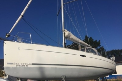 Beneteau Oceanis 34 for sale in France for €69,900 (£61,347)