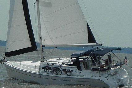 Hunter Deck Salon 41 for sale in United States of America for $150,000 (£114,978)