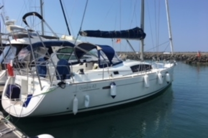 Beneteau Oceanis 43 for sale in France for €115,000 (£100,781)