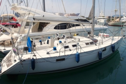 Beneteau Oceanis 390 for sale in France for €49,000 (£42,937)