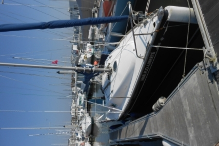 Jeanneau Sun Odyssey 2000 for sale in France for €17,600 (£15,412)