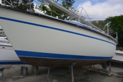 Dufour 2800 for sale in France for €5,000 (£4,466)
