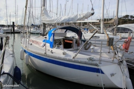 Jeanneau Symphonie for sale in France for €13,500 (£12,075)
