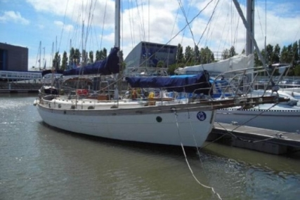 Hans Christian 43 for sale in Portugal for €115,000 (£102,865)