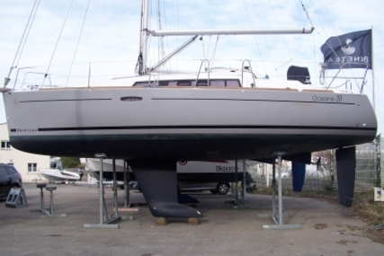 Beneteau Oceanis 31 for sale in France for €69,900 (£62,980)