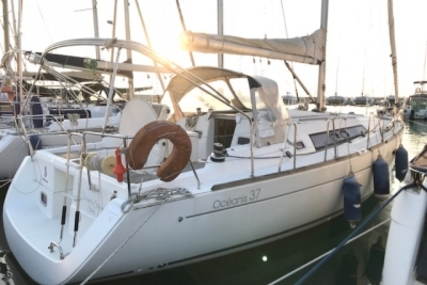 Beneteau Oceanis 37 for sale in France for €83,500 (£75,233)