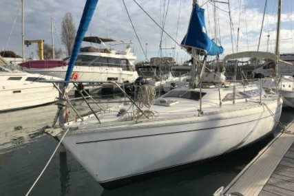 Jeanneau Attalia 32 for sale in France for €27,000 (£24,061)
