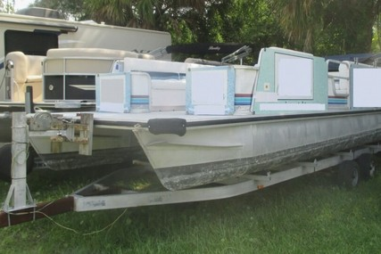 Lowe 257 Classic for sale in United States of America for $13,000 (£10,102)