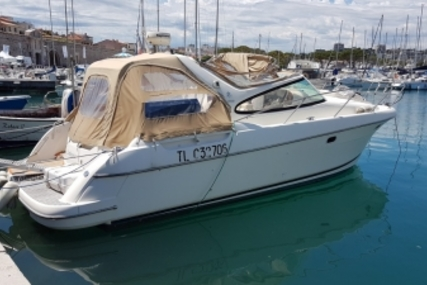 Prestige 34 Open for sale in France for €60,000 (£53,874)