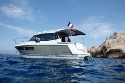 Jeanneau NC 9 for sale in France for €105,000 (£93,871)