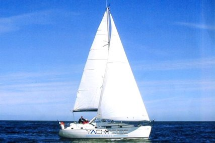 Beneteau Oceanis 36 CC for sale in France for €60,000 (£51,558)