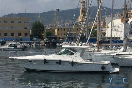Tiara 3600 Open for sale in Italy for €162,000 (£145,004)