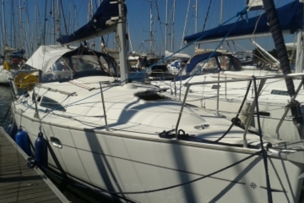 Jeanneau Sun Odyssey 32 for sale in France for €39,500 (£35,562)