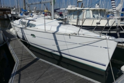 Jeanneau Sun Odyssey 32i for sale in France for €42,000 (£37,569)