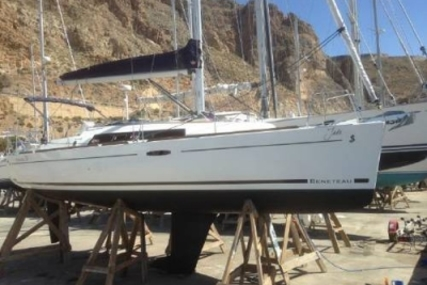 Beneteau Oceanis 31 for sale in Spain for £59,995