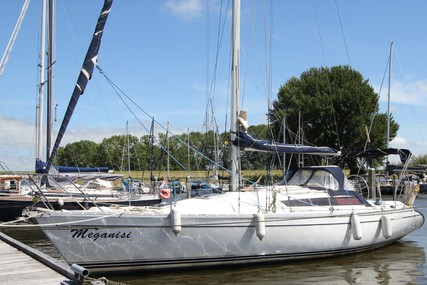 Jeanneau Sunrise 34 for sale in Netherlands for €33,000 (£28,275)