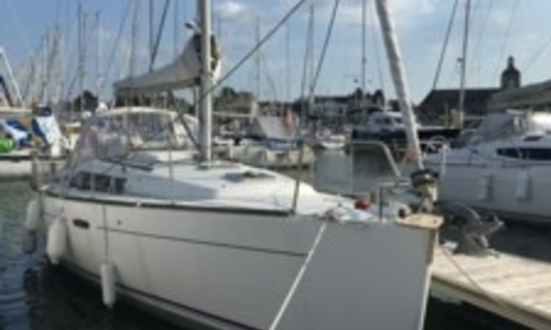 Image of Beneteau Oceanis 37 for sale in France for €89,000 (£78,567) PIRIAC SUR MER, France