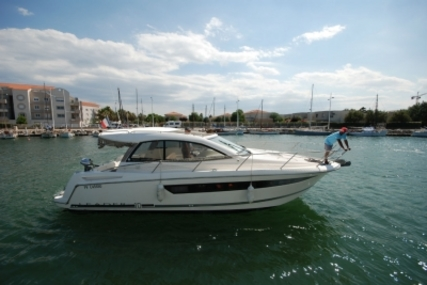 Jeanneau Leader 10 for sale in France for €129,500 (£116,282)
