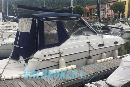Four Winns 258 for sale in Italy for €25,000 (£22,330)