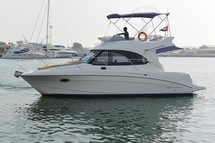 Beneteau 30 FLY Motor Yacht for sale in United Arab Emirates for $122,500 (£96,063)