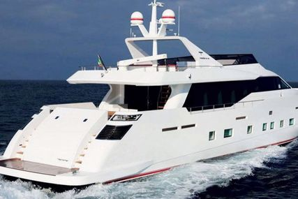 Tecnomar for sale in Greece for €2,100,000 (£1,870,024)